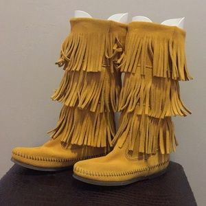 Fringe Minnetonka suede moccasin boots